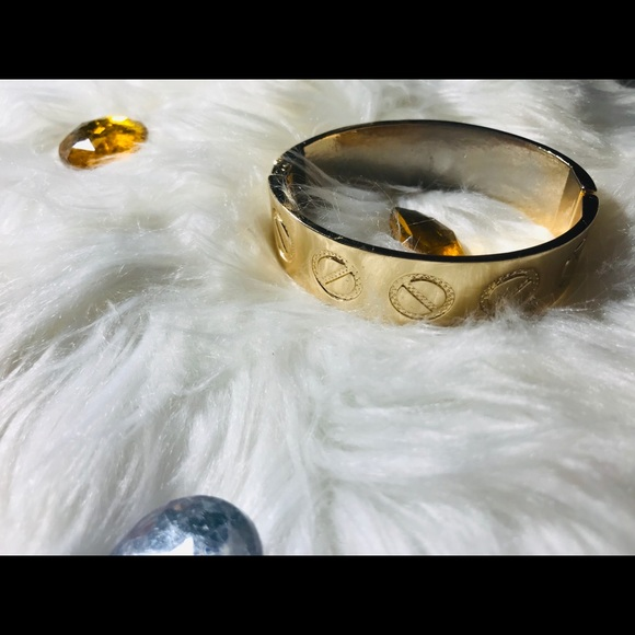 unbranded Jewelry - ❤️Gold designer inspired bracelet❤️